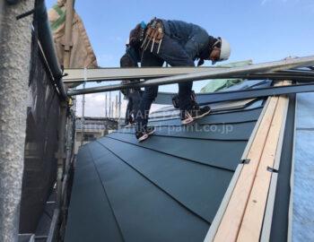 屋根 板金屋根張付