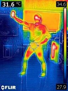 サーモグラフィカメラで雨漏り調査